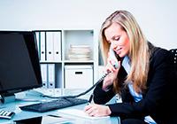 Bürofrau am telefonieren: Fachbereich Arbeitskräfte bei Scholz Personal, Personalvermittlung Heilbronn